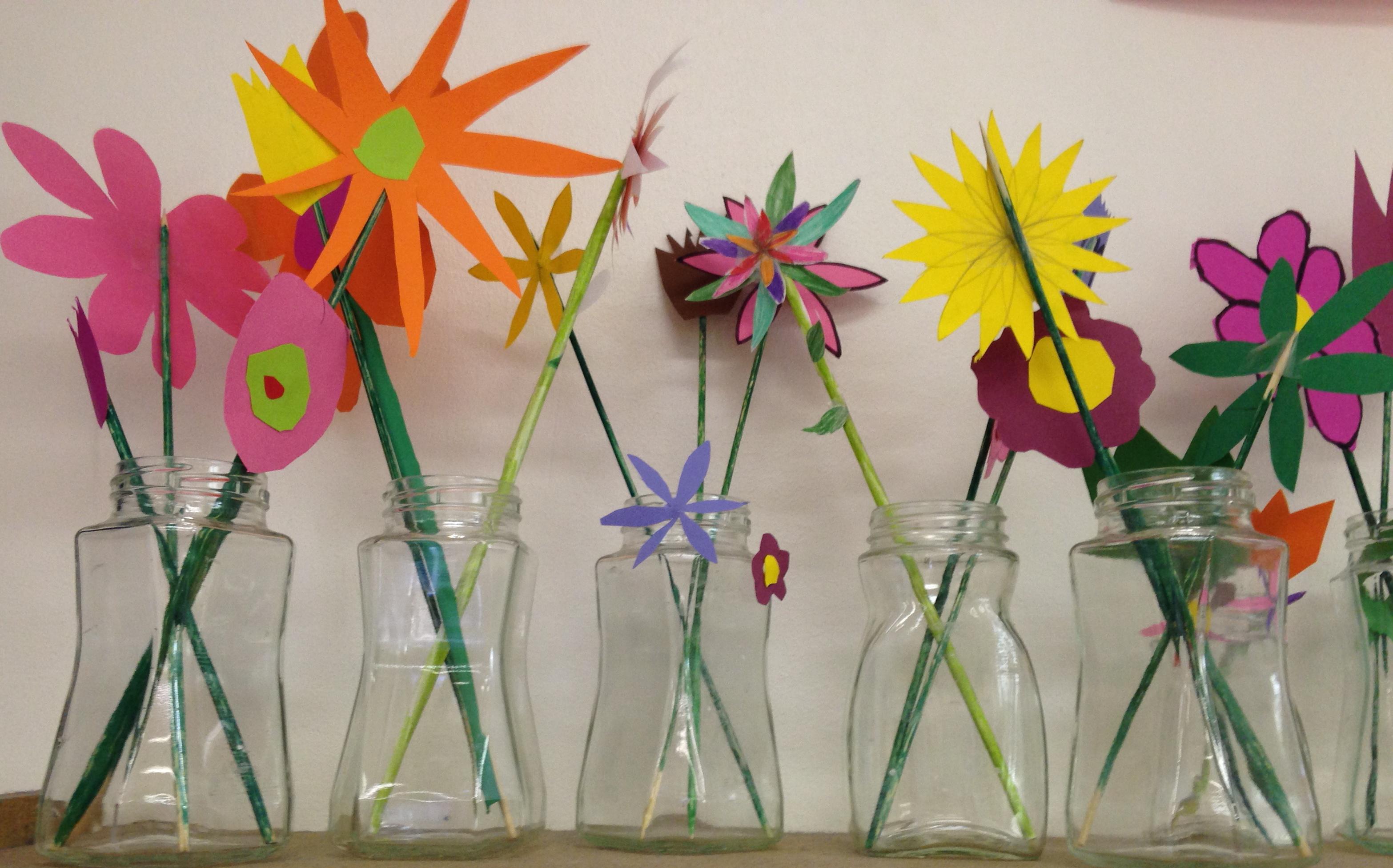 Un petit bricolage r alis par les l ves de la classe de for Decoration fenetre printemps maternelle