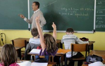 Le ministère accélère l'annonce des suppressions de postes d'enseignants