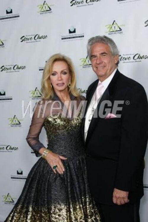 Donna et Joan ,magnifiques dans les vêtements du créateur Mark Zunino.