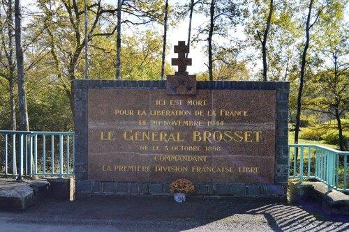 * 1er Novembre 2014 : des chrysanthèmes pour le général BROSSET