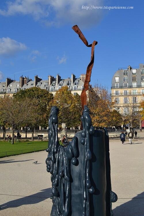 Jardin des Tuileries : FIAC 2012 - Blue Candle de Mark Handforth