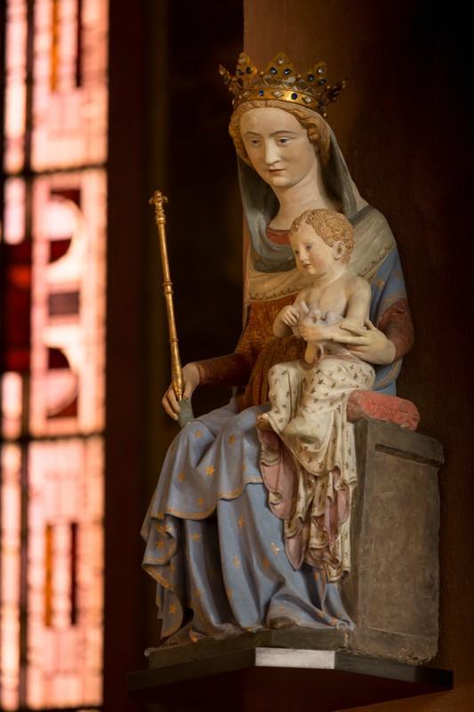 Fichier:Cathedrale SG Nanterre, statue de Notre-Dame des Champs (XIVe  siecle, don du carmel de Clamart).jpg — Wikipédia