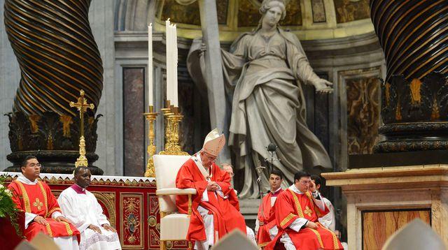 Le pape François lors de la messe et imposition du Pallium aux nouveaux Métropolites le 29 juin 2014 dans la Basilique Saint Pierre de Rome, au Vatican