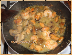 Moules et Crevettes Sauce au Curry