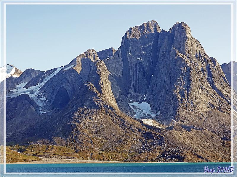 Quelques belles montagnes bordant le Fjord de Kangerlussuaq (Søndre Strømfjord) - Groenland