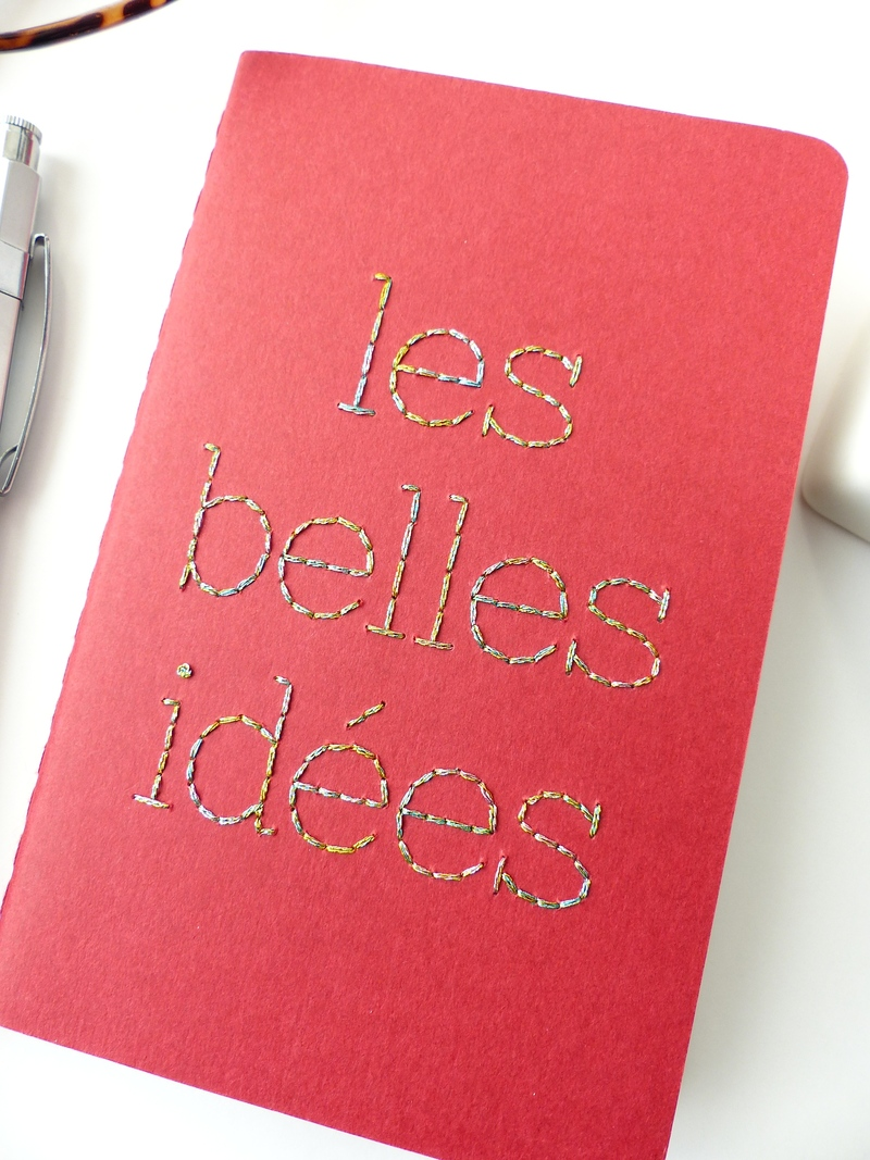 Carnet de notes Moleskine typographie brodée main fil brillant - Moleskine notebook with shiny thread hand embroidered typography