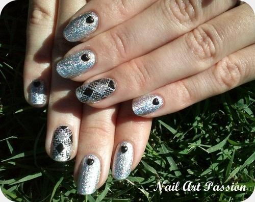 Nail art foils argenté et strass !