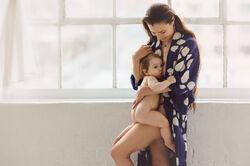 Elle photographie des mères qui allaitent pour montrer que ça ne devrait pas être tabou