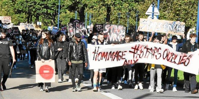 Les étudiants ont défilé en ville, jusqu'à la place de la Liberté.