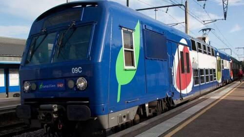 Une étudiante de 22 ans a été violée dans un train de banlieue, en présence de voyageurs