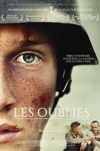 Les Oubliés : 1945 au Danemark à la fin de la Seconde Guerre Mondiale. Plusieurs soldats allemands, à peine sortis de l'adolescence, sont faits prisonniers par l'armée danoise et envoyés en première ligne pour désamorcer les mines enfouies le long de la côte. Pour eux, la guerre est loin d'être terminée. Inspiré de faits réels, Les Oubliés raconte cet épisode tragique de l'Histoire. ... ----- ... Origine : allemand Réalisation : Martin Zandvliet Durée : 1h 41min Acteur(s) : Roland Møller,Mikkel Boe Folsgaard,Joel Basman Genre : Historique,Drame,Guerre Date de sortie : 1 mars 2017 Année de production : 2015 Distributeur : Bac Films Titre original : Under sandet Critiques Spectateurs : 4,2