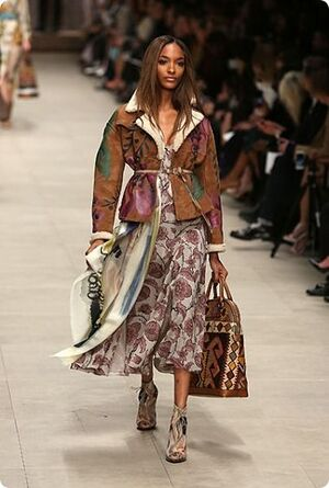 London Fashion Week - Burberry Prorsum et ses foulards