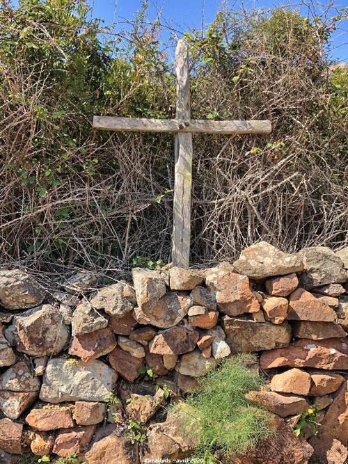 Croix aux portes du maquis