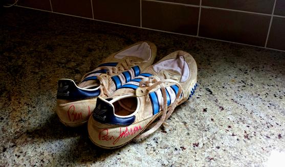 Les chaussures à pointes des 9 s 83 en 1987, record mondial annulé (photo Ben Johnson)