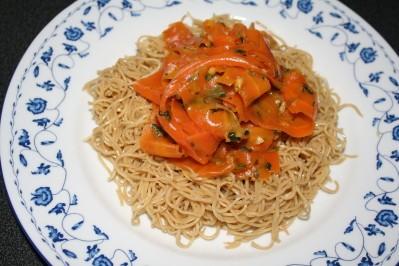 nouilles chinoises aux carottes épicées à l'orange 03 11