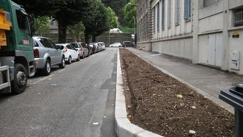 Rue Eugène Arnaud: des fleurs plutôt que des vélos