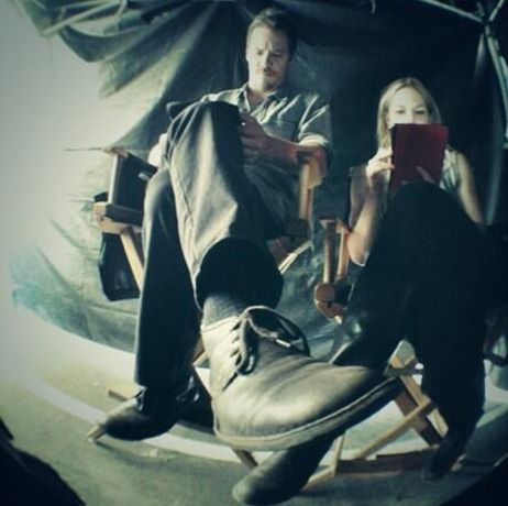 Michael Raymond-James and Jennifer Morrison Relax on Once Upon a Time Season 3 Set: