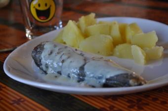 Filet de merlu et sa sauce citronnée