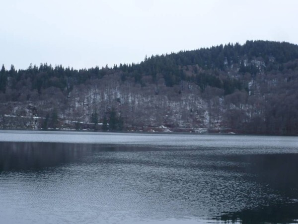 Lac-Pavin-21mars-07.JPG