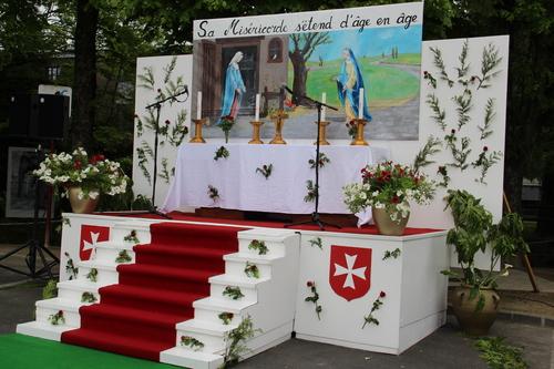 Dimanche à Villedieu-Les-Poêles nous avons assisté au Grand Sacre....