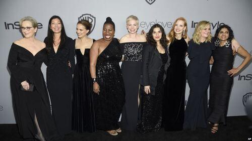 Le tapis rouge des Golden Globes est teint en noir