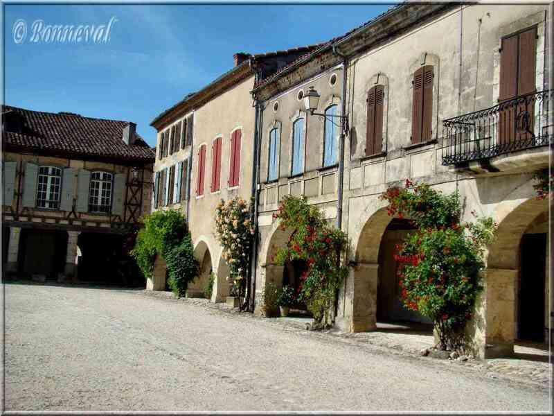 Labastide-d'Armagnac bastide Landes la Place Royale et les couverts