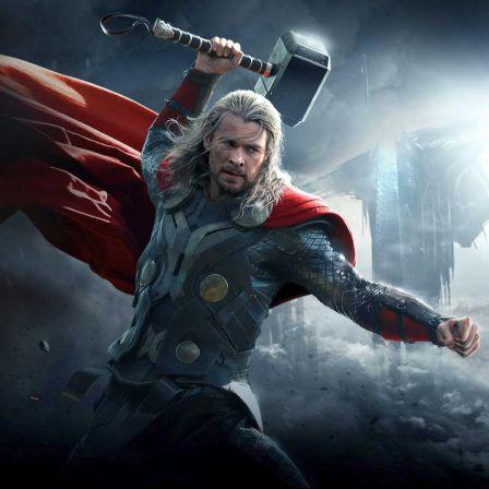 Thor le super-héros... à l'attaque des moucherons !