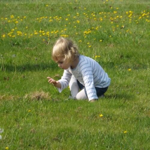 la chasse aux oeuf de Pâque de ma petite   princesse Lylie