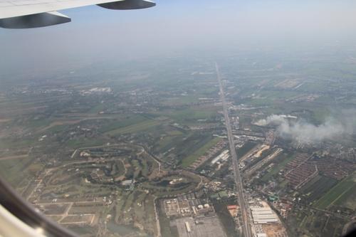 En avion, survol de la Thaïlande, de la Birmanie, de l'Inde
