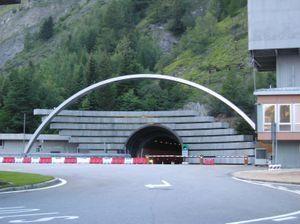 300px-Tunnel_du_mont-blanc_cot%C3%A9_italien