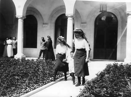 Grand Duchesses Maria and Anastasia with their cousin George Donatus of Hesse at Livadia: 1912.