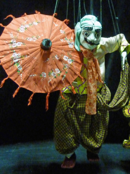 Myanmar-marionnette-a-l-ombrelle.jpg