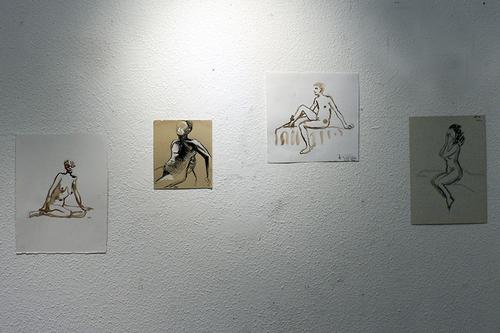 Les dessins envahissent les murs de la galerie du Babet petit à petit...