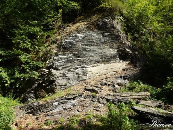 Chemin-vers-la-grotte--4-.JPG