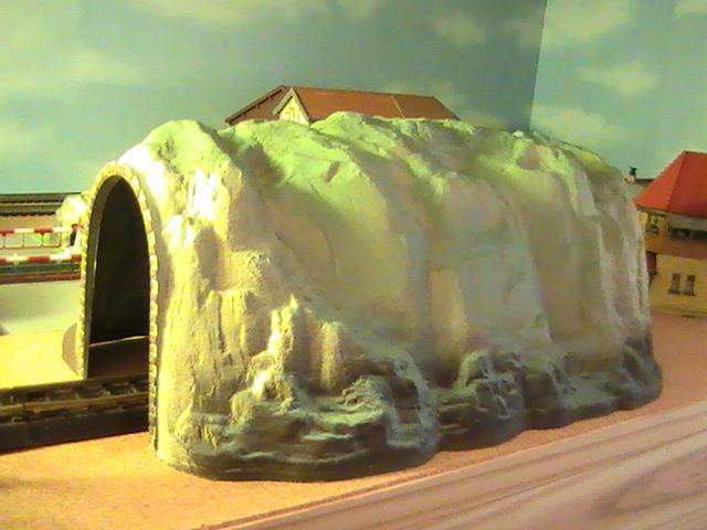 Du bon vieux train Jouef des années 60 - Le manteau de chien et le pont métallique.