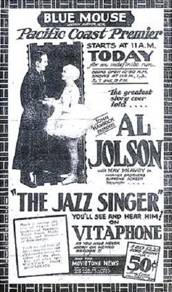 Affiche d'un cinéma à Tacoma (Washington) du Chanteur de jazz, sur un Vitaphone, et un film d'actualité du Movietone.