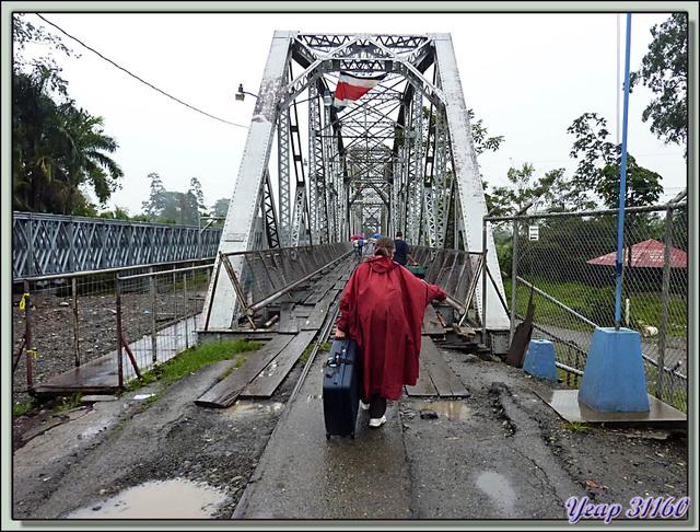 """Blog de images-du-pays-des-ours : Images du Pays des Ours (et d'ailleurs ...), Nous quittons le Costa Rica par """"Le pont de la Rivière Sixaola"""" frontière Costa Rica \ Panama"""
