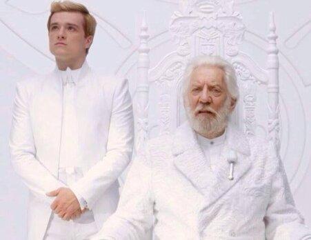 #HungerGames : Nouvelle image : Peeta et le président Snow