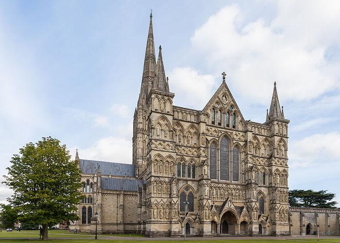 23 ter-La cathédrale de Salisbury, Grande-Bretagne. (23e de la série des 50 belles églises dans le monde)