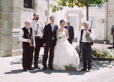 Les sonneurs et les mariés