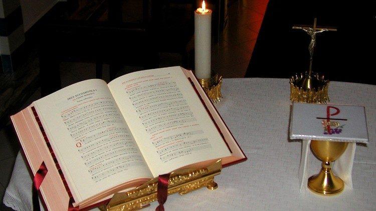 2021.07.16 Messale aperto su altare