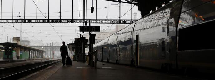 Un passager sur le quai de la gare de Lyon, à Paris, le 1er juin 2016.
