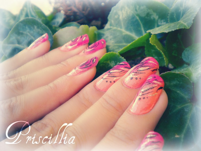 Nail art motif indien Flashy orange/fushia