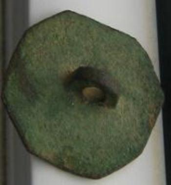 petit bouton en bronze dessous