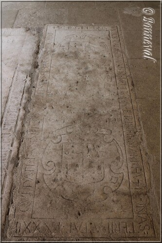 Abbaye de Montmajour cloître pierre tombale Dom Victor Capucy