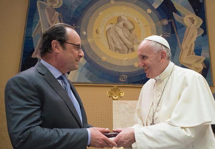 France: après les tragédies, visite du président Hollande au Vatican