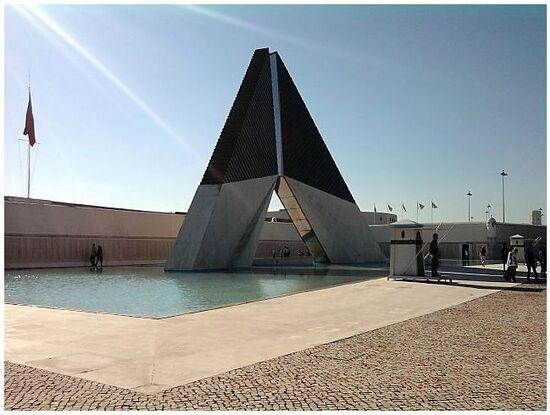 Monument à la gloire des combattants d'Outre Mer .