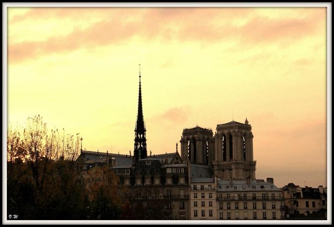 La nuit tombe sur Notre-Dame