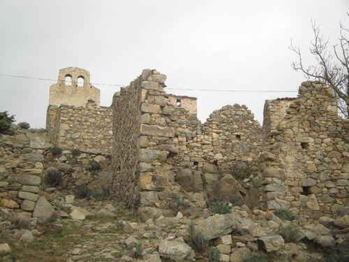 * EUS le hameau en ruines de Comes