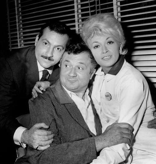 """1962 """"Un clair de lune à Maubeuge"""", Rita Cadillac avec Jean Richard et Michel Serrault."""